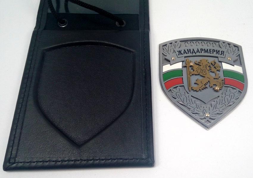 Лазерно изрязан знак на Жандармерия в кожено калъфче